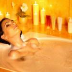принять горячую ванну