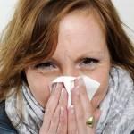 Почему течет желтая жидкость из носа?