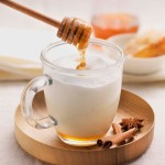 Какое действие оказывают мед и молоко при боли в горле